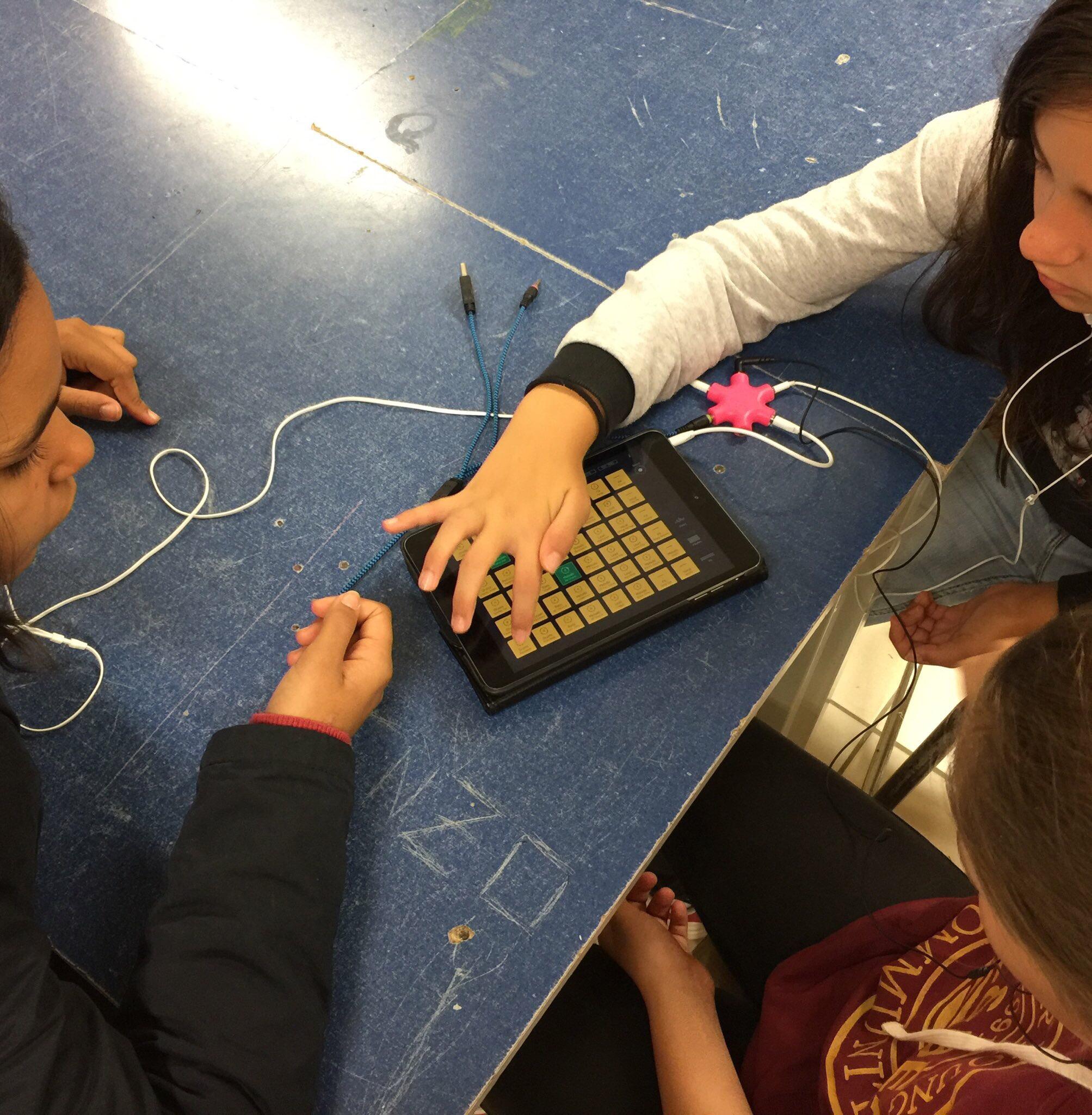 Les élèves de 6e se muent en compositeur ou plutôt...en DJ !